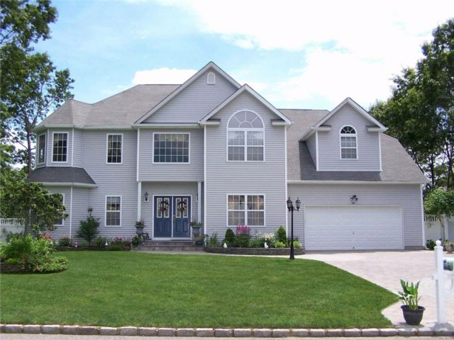 5 BR,  4.50 BTH  Post modern style home in Port Jefferson Station